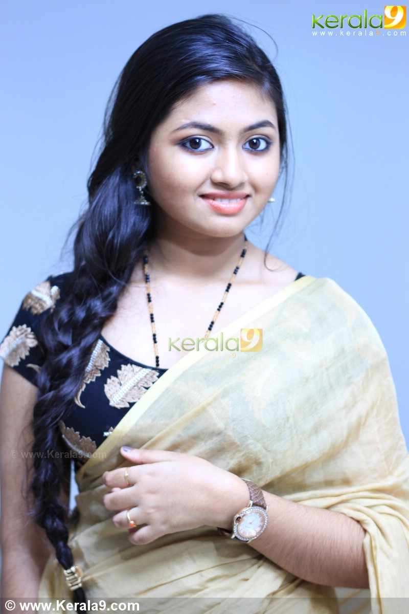 Shalin Zoya hot photos in saree « Mallufun.com