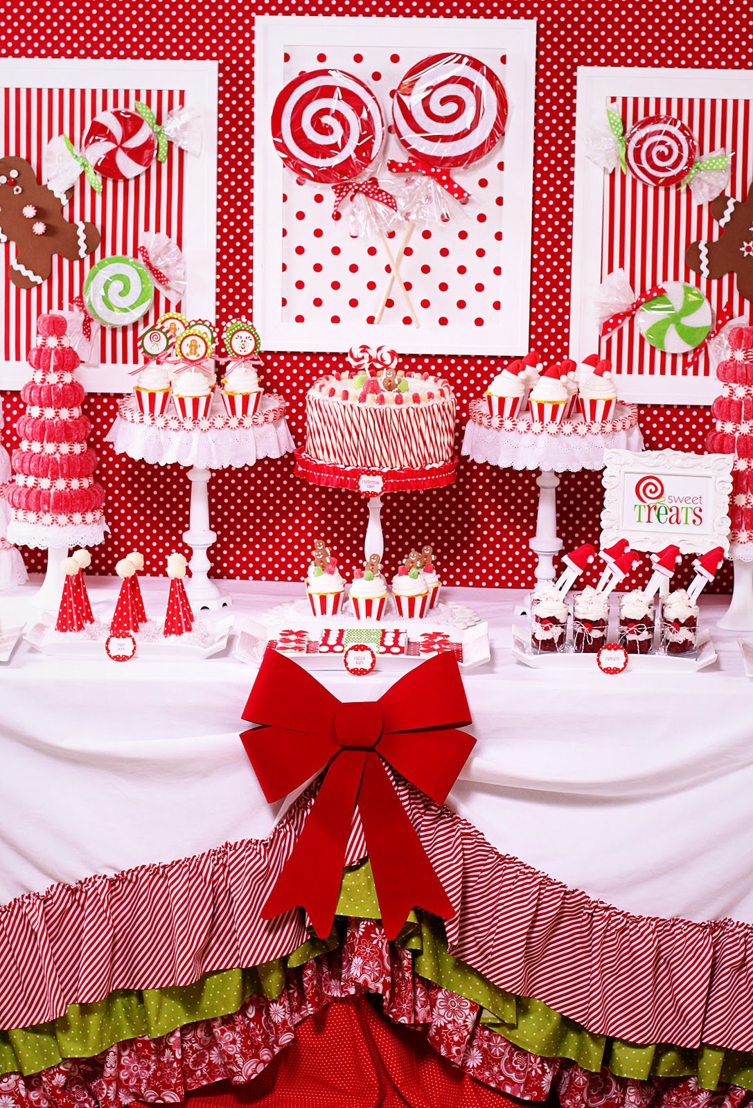 amanda 39 s parties to go candy christmas dessert table. Black Bedroom Furniture Sets. Home Design Ideas