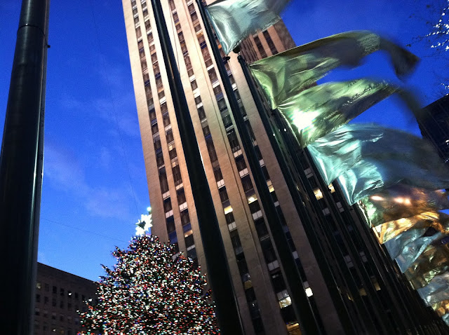 Christmas-Tree-at-Rockefeller-Plaza-and-Saks-Fifth-Avenue-Light-Show-2012