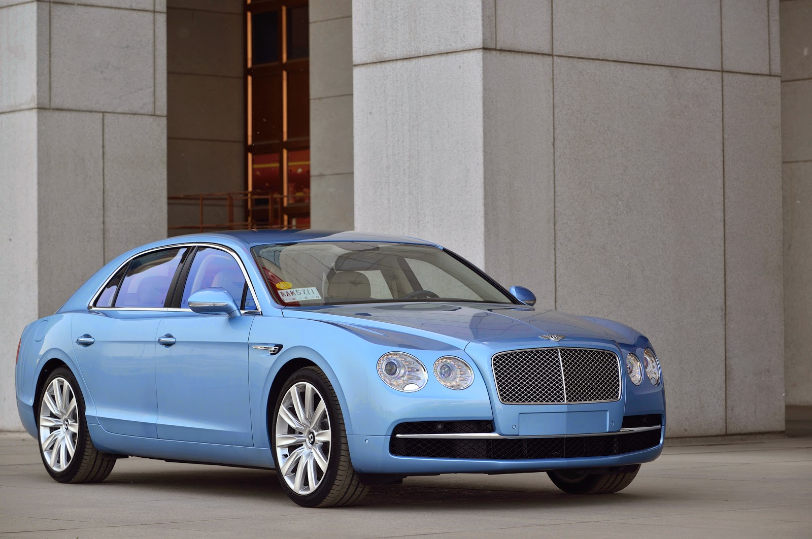 Bentley Flying Spur V8 Front View Image