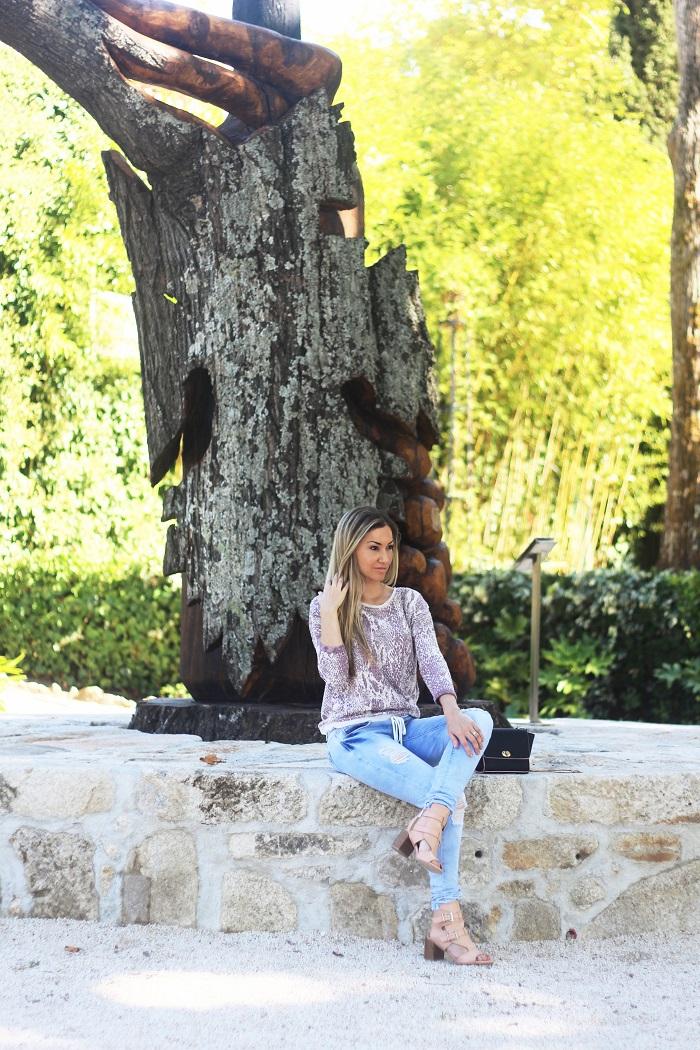 No dia a seguir ao Casamento, aproveitámos para passear pela Quinta da Pacheca, o local onde fotografámos o Look do dia. E que belo cenário tivemos!! Outfit. Salsa. W52 jeans. Ripped jeans. Tendências, Outono/Inverno 2015 2016. Dicas de moda. Style Statement. Blog de moda portugal.   Viagens. Norte. Lifestyle. Hotéis. Cláudia Nascimento