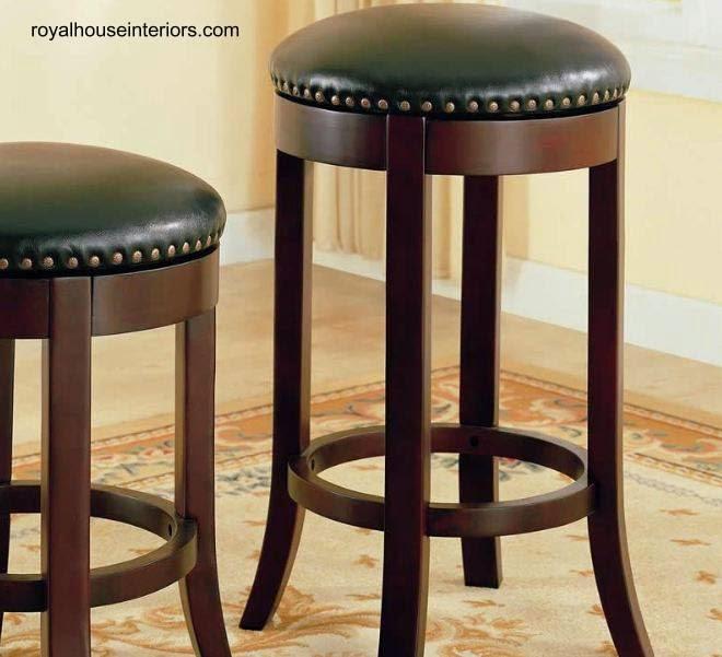 Arquitectura de casas sillas para la barra de tragos en for Bancos de bar de madera