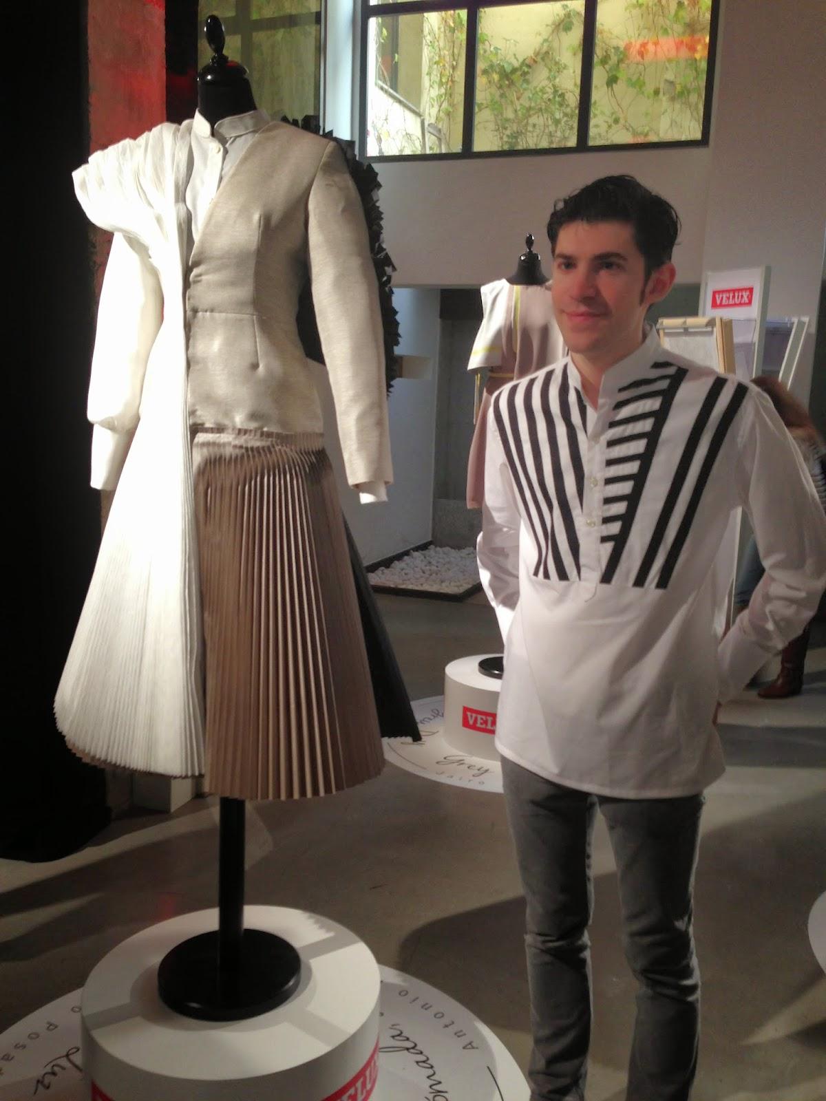 Antonio Posadas con su creación para Velux