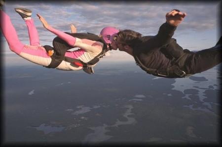Un salto en paracaídas en pareja - Foto: www.yumping.com