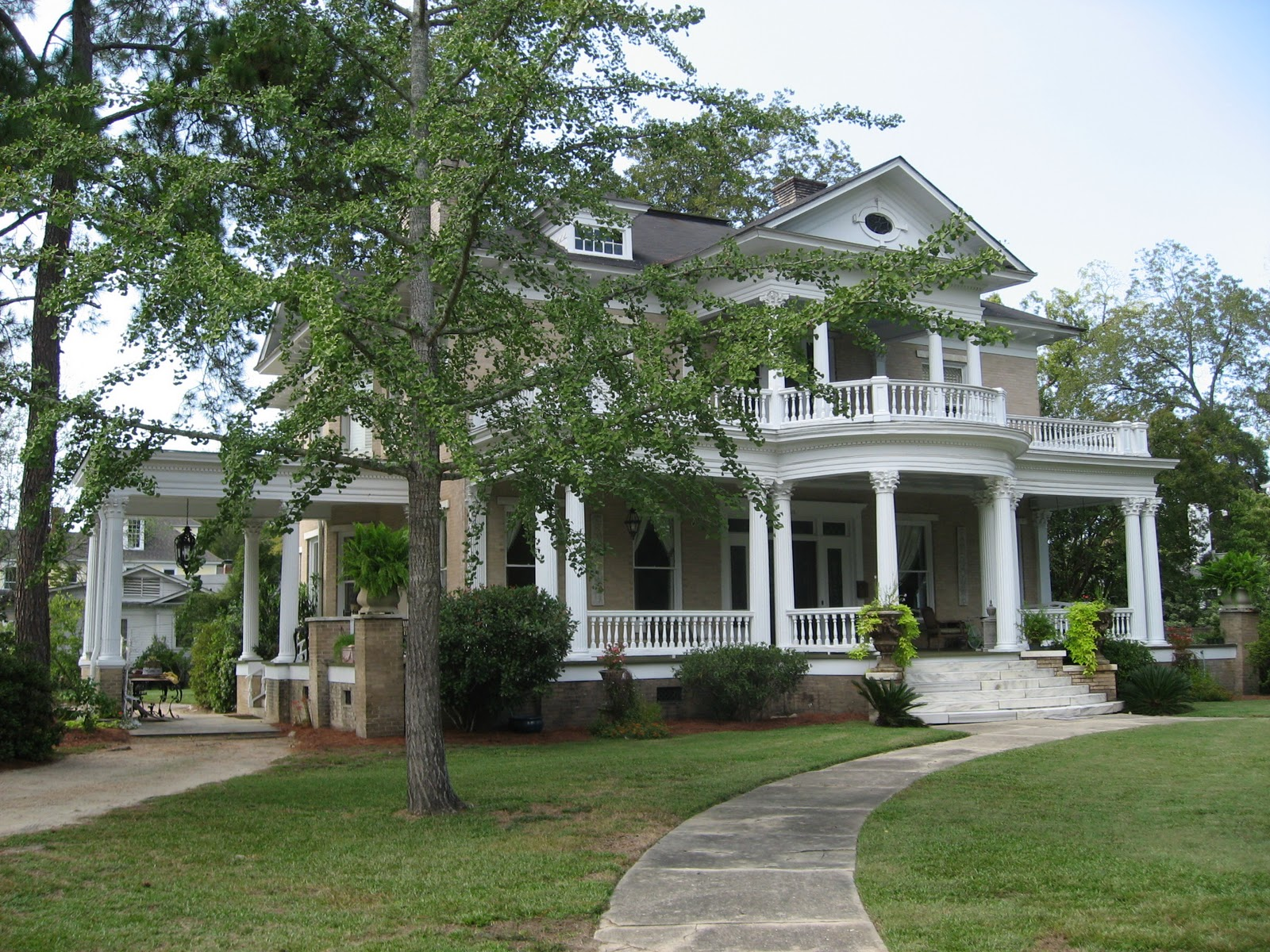 The Town Of Eufaula AL Has Some Beautiful Old Homes And Southern