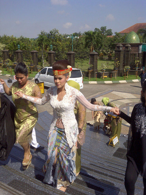 Nah, itulah tadi Foto-Foto Pernikahan Olla Ramlan - Aufar 20-12-2012 ...