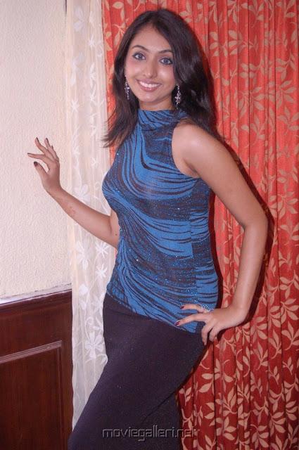 uthara unni hot in malayalam movie edavapathi