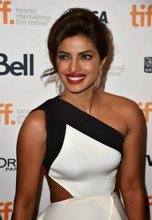 Priyanka-Chopra-sexy-figure-in-White-Gown
