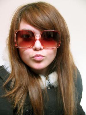 http://3.bp.blogspot.com/-TnVU4w3xIm0/TgCLIPyqEtI/AAAAAAAAC7w/LSuaKbBvs6Y/s640/emo-girl-sunglasses.jpg