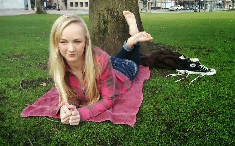 Beautiful Barefoot Girls: Alishas First Foot Fetish