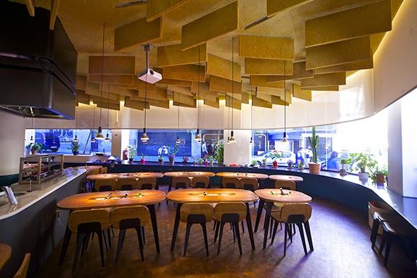 yakitoro, alberto chicote, chicote, restaurante, cocina fusion, madrid, donde comer, lugares, comedor, mesas,