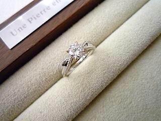 オリジナルの世界でひとつだけのフルオーダーエンゲージリング(婚約指輪)です。