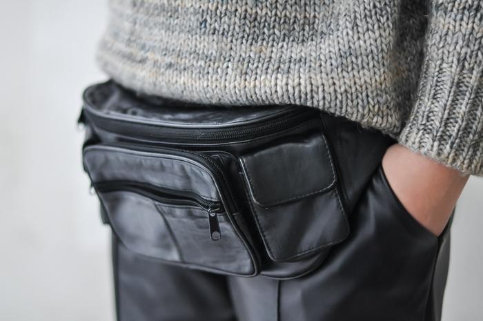Russian fashion blog Black Leather Belt Bag COS turtleneck knit sweater DKNY leather pants minimal chic