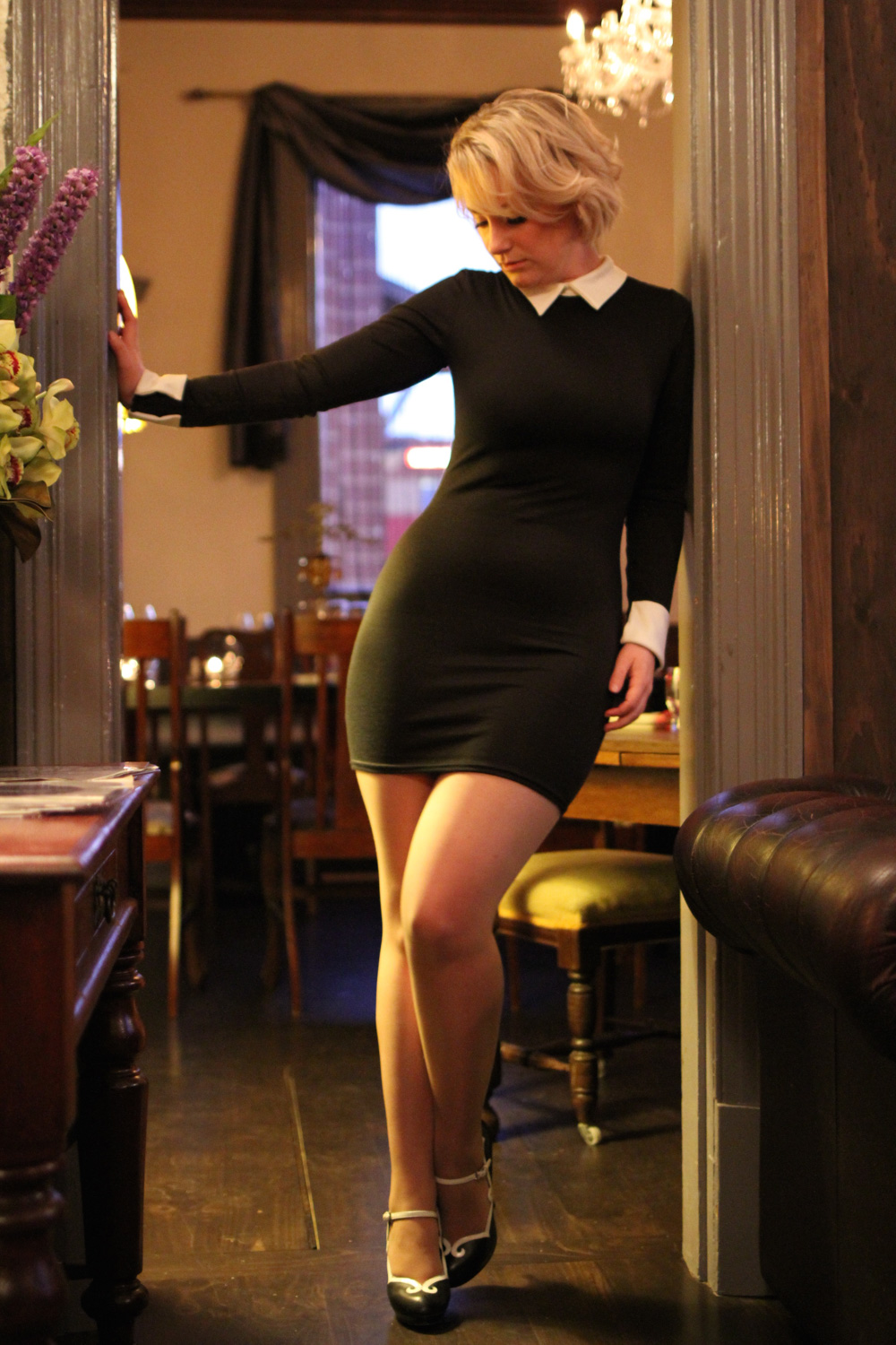 @findingfemme for the boohoo.com #WeAreUs campaign wearing black bodycon dress at Bar Wat in Ballarat.