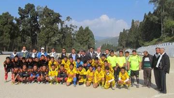 Lodhama Sporting Club and UKFC Kurseong teams with the guests.