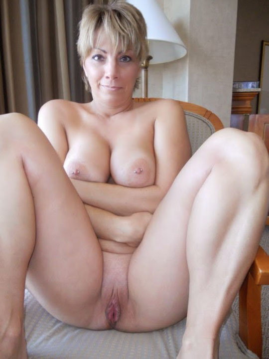 Old Wife Pussy Spreding Nude