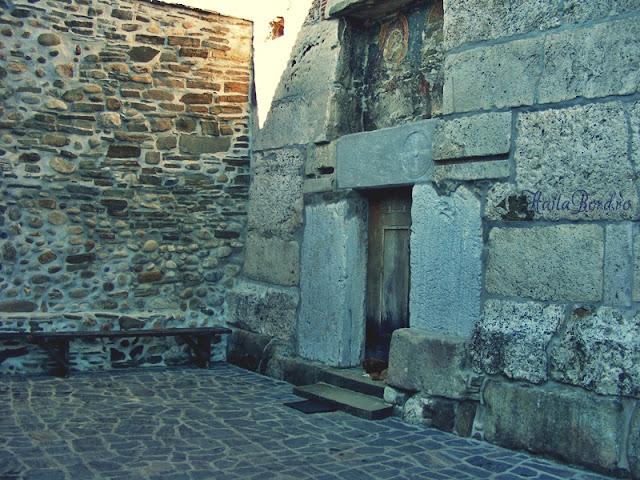 intrare biserica densus 2008