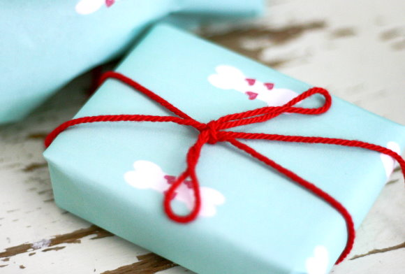 Kostenloses Geschenkpapier für den Hundegburtstag zum Ausdrucken