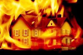 penghuni rumah bernama Sutikah tewas karena terbakar