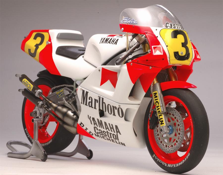 Yamaha+YZR+500+Lawson+1988+Utage+Factory+House+Hasegawa+02.jpg