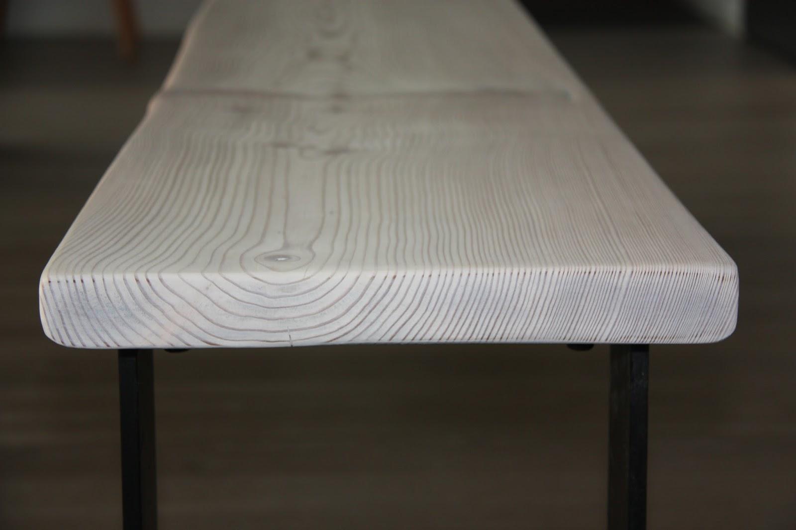 Puuta ja kiveä raksablogi kivitalomaisesta modernista puutalosta Ruokapöydä