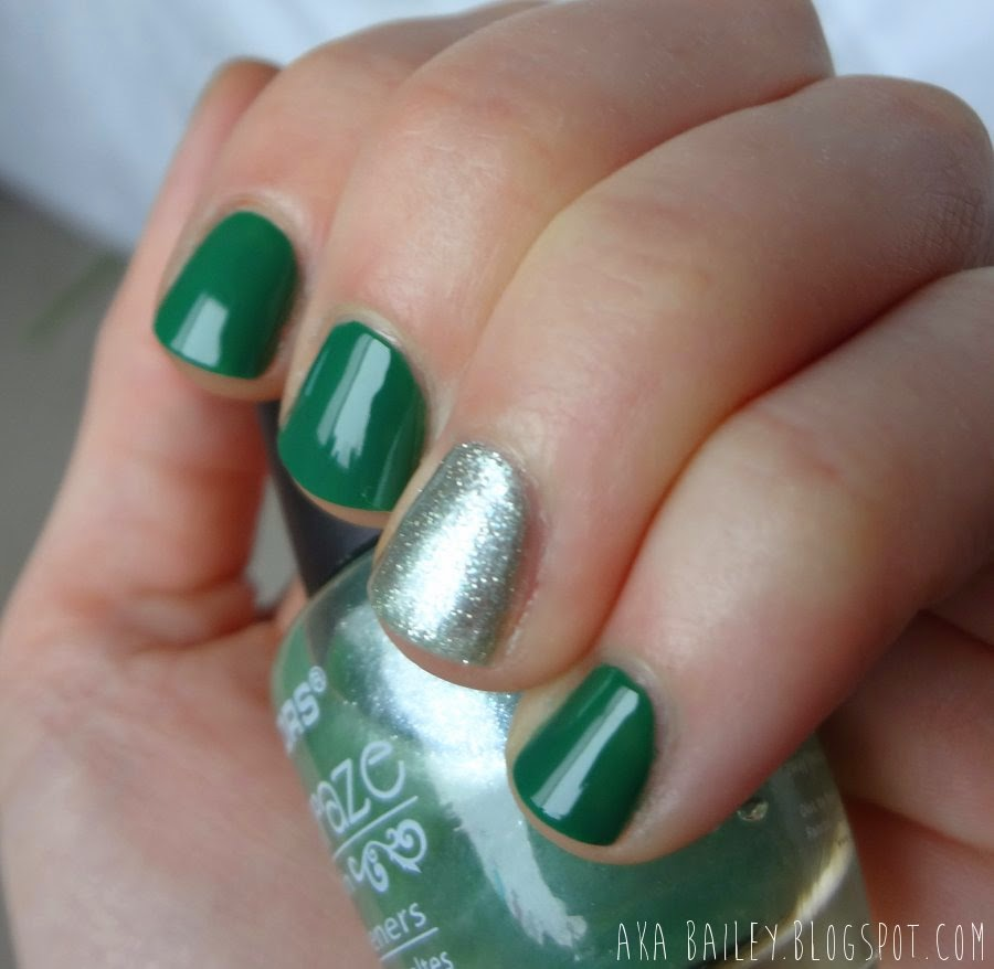 Nail polish look - green nails with a mint silver accent nail
