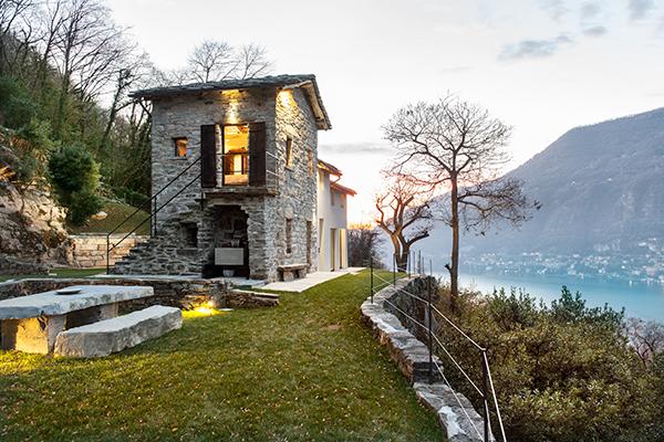 Una casa in pietra sul lago di como coffee break the for Piccole case sul lago