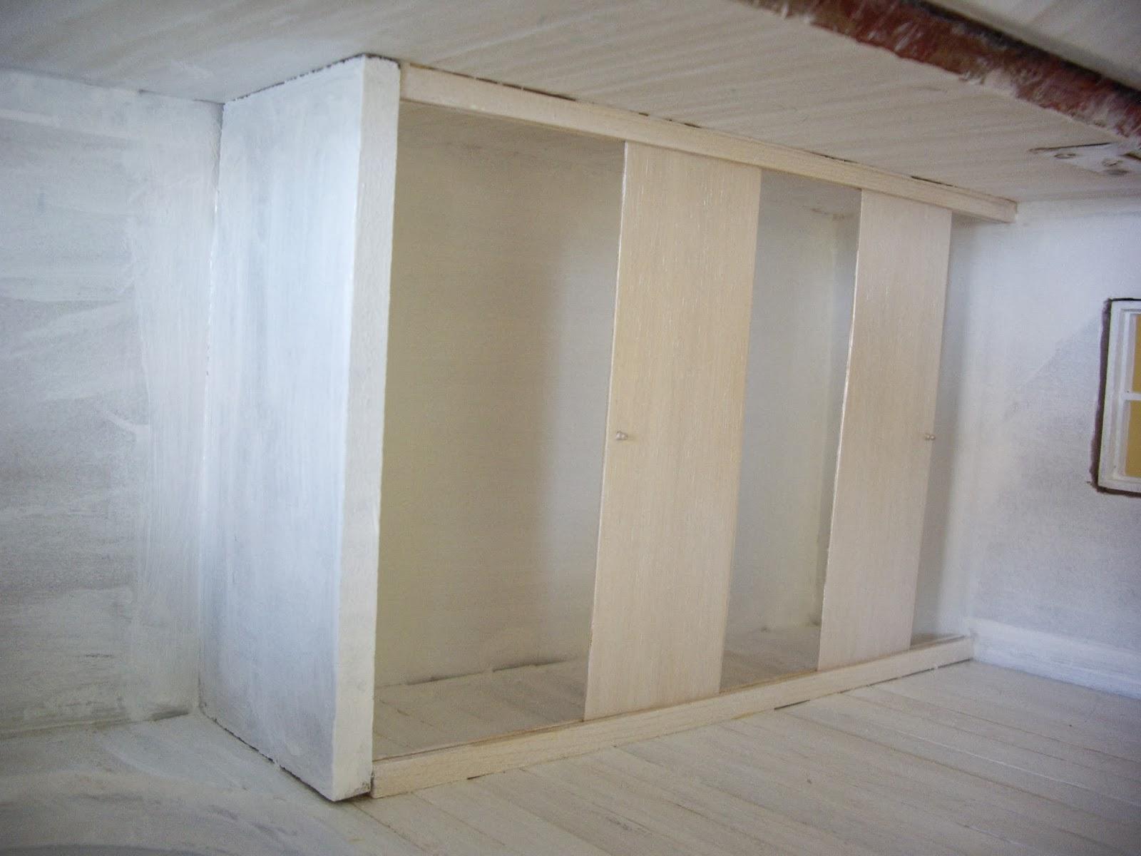 ya la vsteis por fuera y por dentro ahora toca verla decorada destacan varios elementos novedosos el armario empotrado con puertas correderas en el with