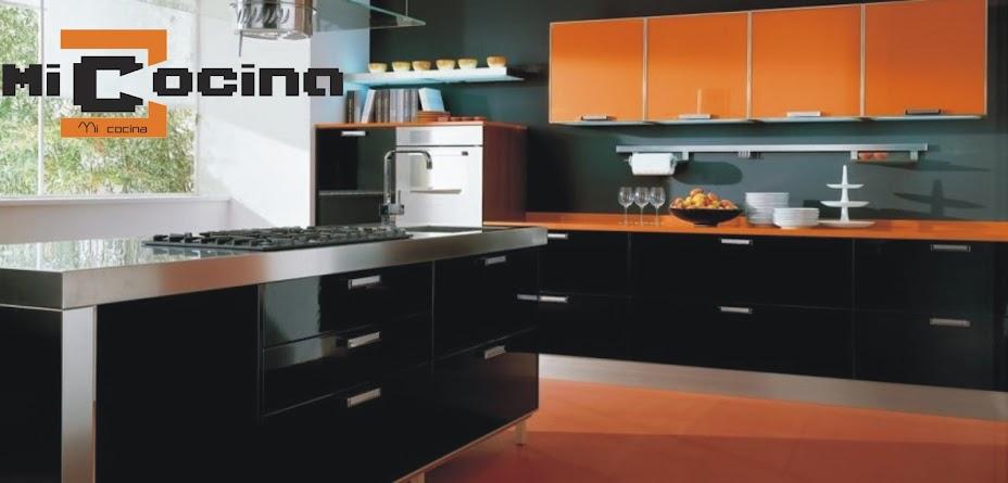 MI COCINA: Diseño de cocina en laminado blanco y azul