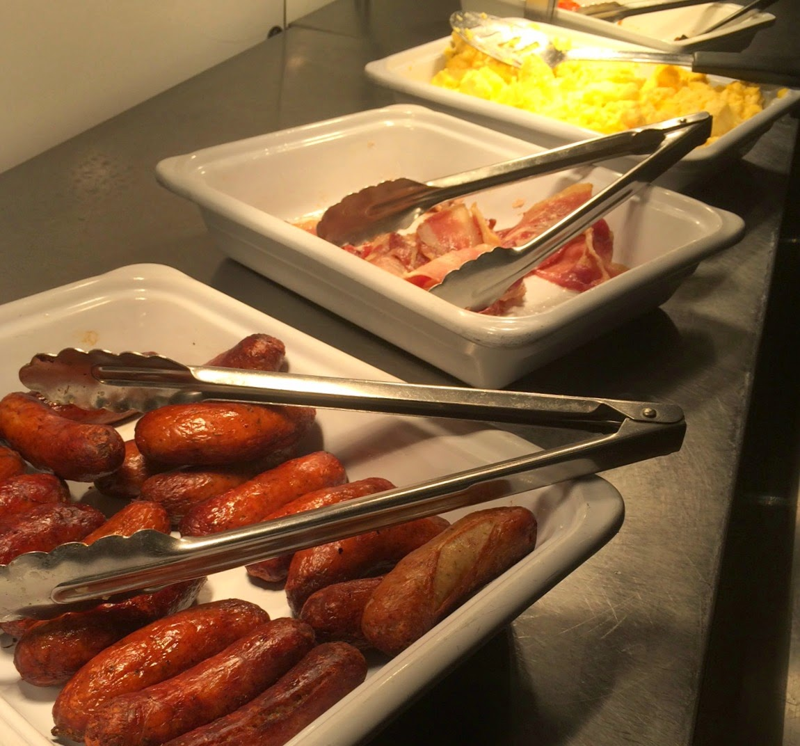 Travelodge Birmingham Airport buffet breakfast