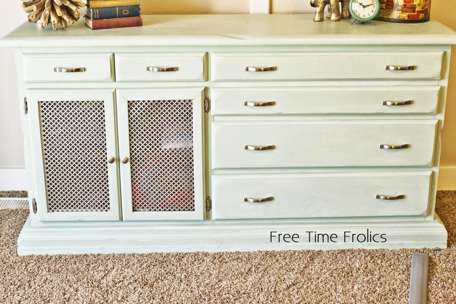 Annie Chalk Paint dresser upcycle www.freetimefrolics.com