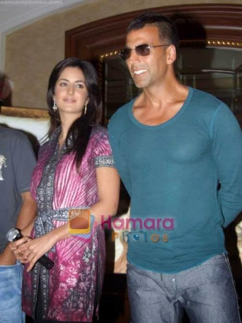Akshay Kumar, Katrina Kaif at Anjana Kuthiala's paintings inspired by Singh is King in ITC Parel