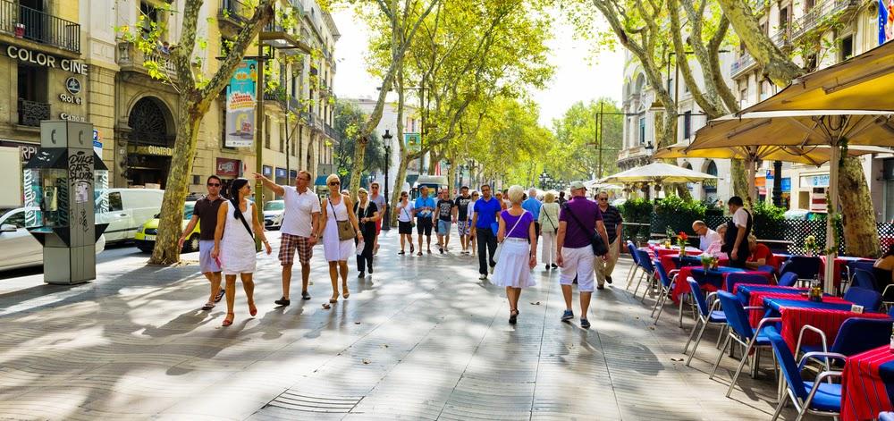 Un café en una de las terrazas de Las Ramblas de Barcelona