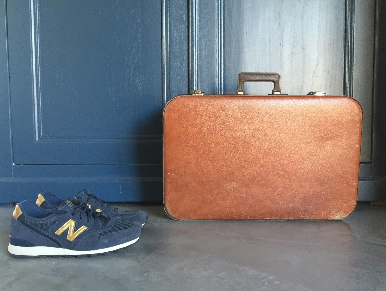 regardsetmaisons ma valise en carton ou une envie de voyage. Black Bedroom Furniture Sets. Home Design Ideas