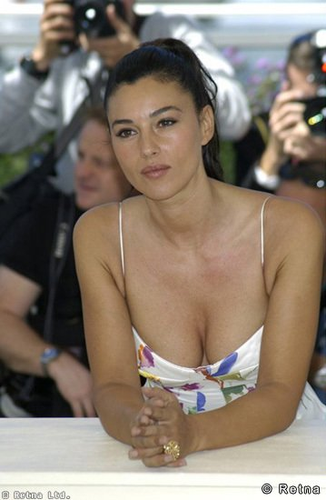 Monica Bellucci Hot Pictures Pics Photos Wallpapers