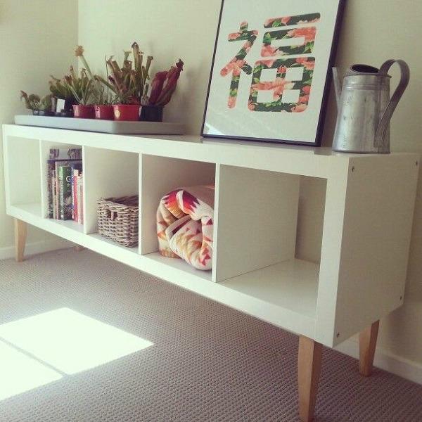 De lunes a domingo ideas para personalizar la estanter a - Ikea patas muebles ...