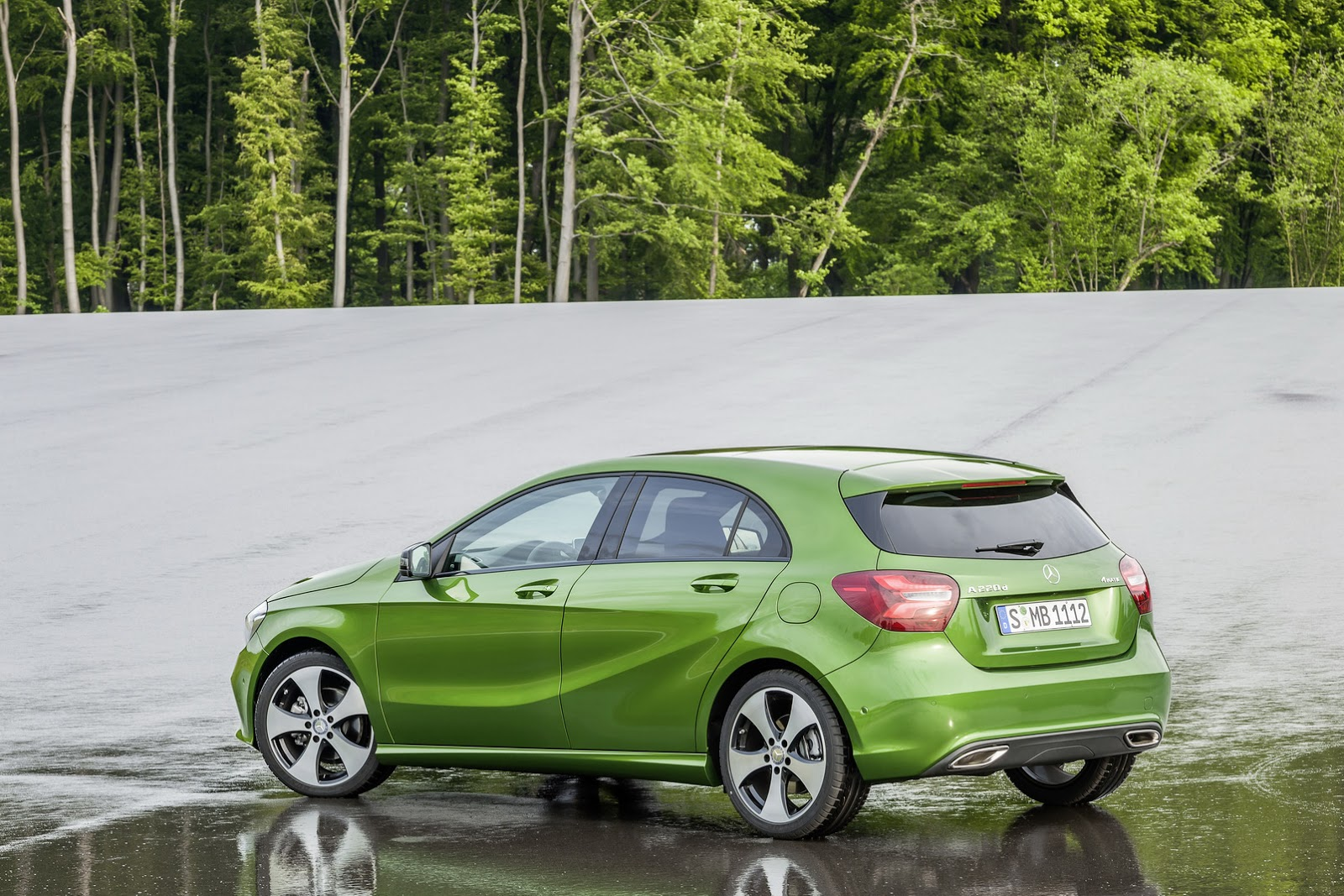 http://3.bp.blogspot.com/-Tqi0G8kJQG4/VY3VaYu6SNI/AAAAAAABBkk/pL_c6bfSaAA/s1600/2016-Mercedes-A-Class-11.jpg