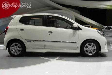 Toyota agya samping