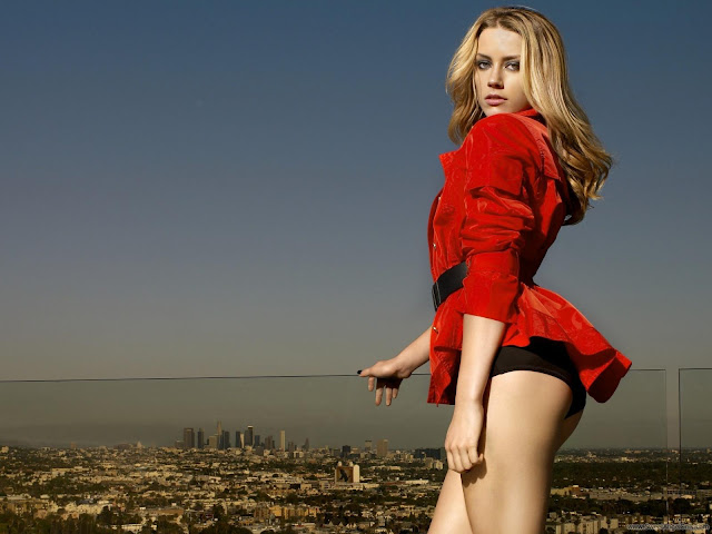 Amber Heard Desktop Wallpaper