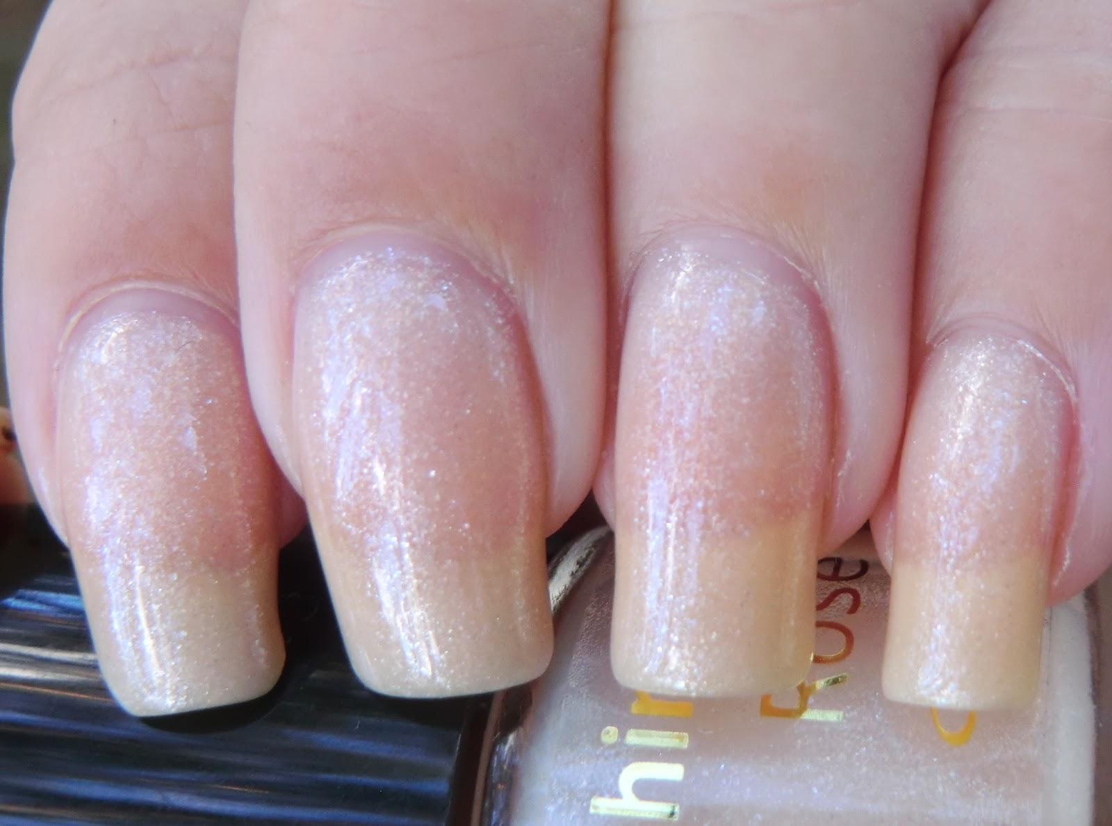 Lenas Sofa: Shiny Nails \