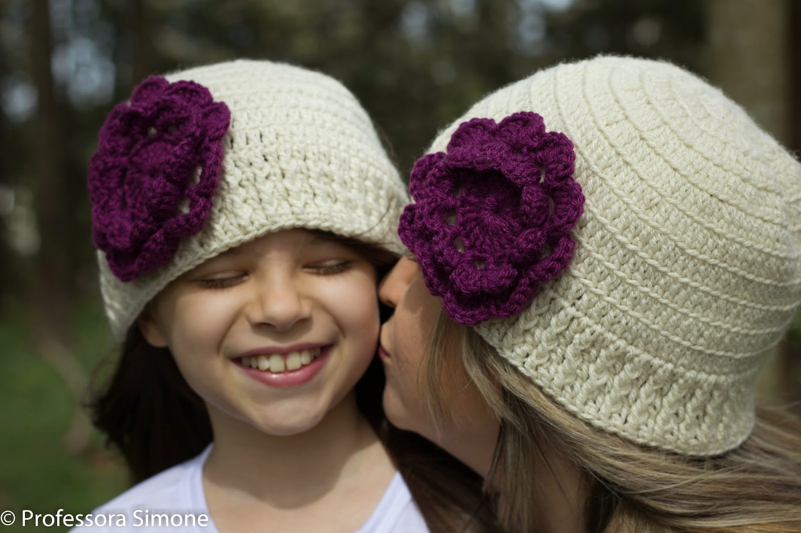 Dia das Mães - Touca   Gorro em crochê Mãe   Filha - Professora ... 2b5b54b25b9