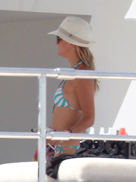 Kate Hudson, bikini body, St. Tropez, St. Tropez France, Bikini, travel in St. Tropez, luxury hotels in St. Tropez, Showing off her bikini