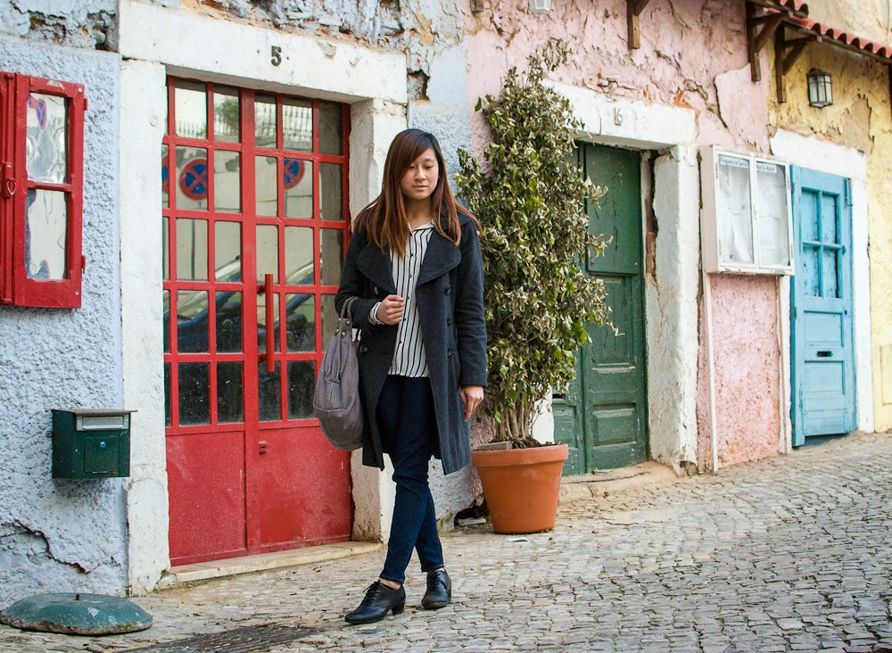 outfit and colourful houses in lisbon