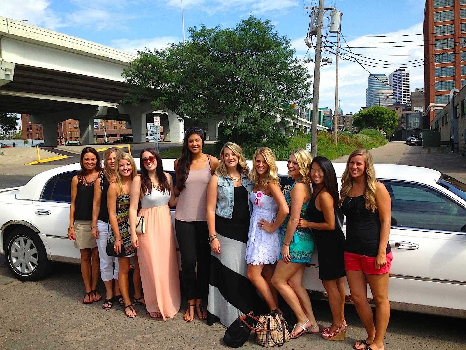 Minneapolis bachelorette party limo
