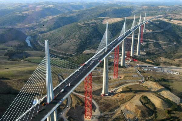 NEWLY OPENED MILLAU BRIDGE_MYCLIPTA