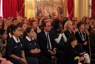 François Hollande s'affiche en premier fan des Bleus