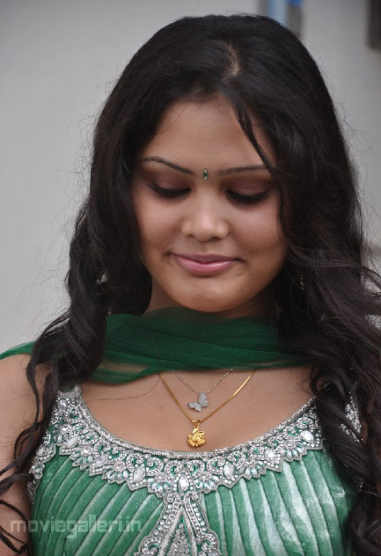 ACTRESS ASMITHA SEXY PICTURES gallery pictures