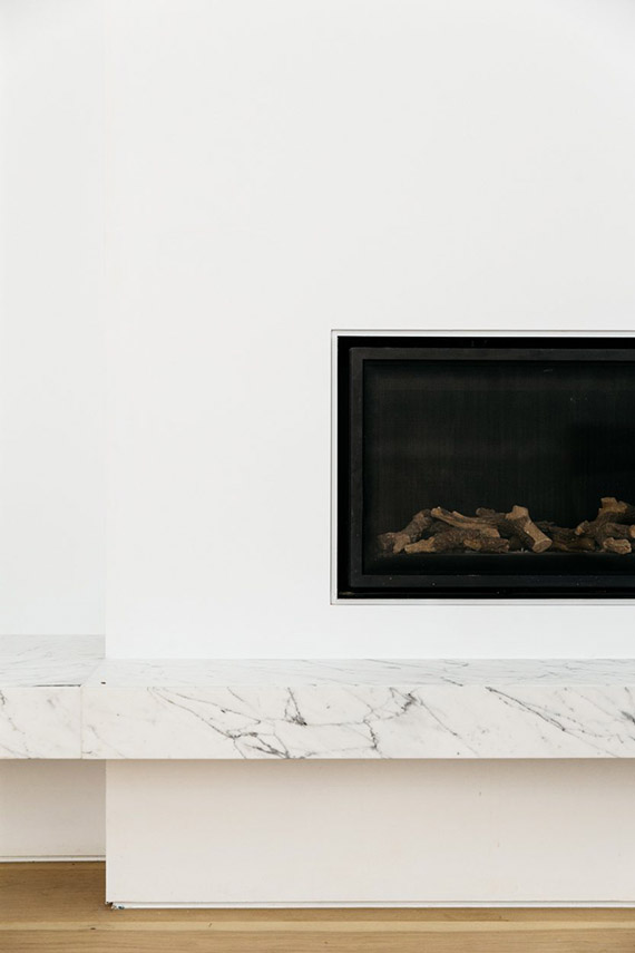DECOR TREND: Minimalist fireplace | Cm Studio via Up Interiors