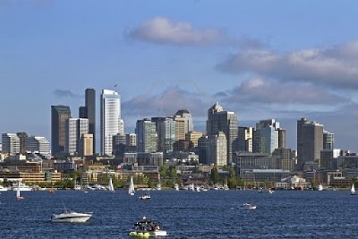 7898489-seattle-washington-skyline-on-la