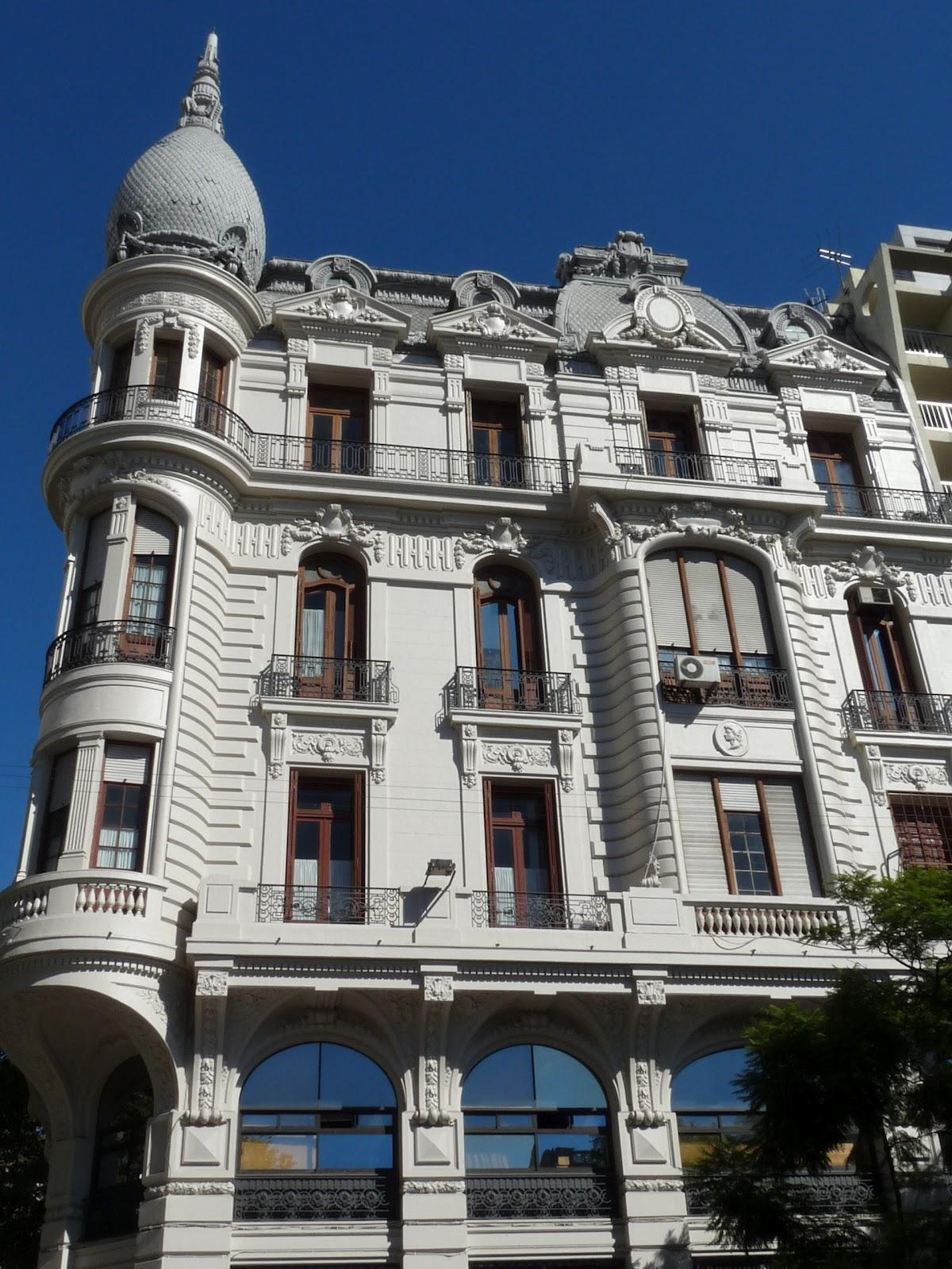 Au gr des jours en uruguay les autres difices prise 1 for Architecte nom